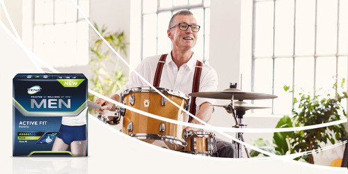 Mann, der Schlagzeug spielt