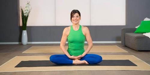 Pilates Beckenboden-Übung 7: Schwingender Atem