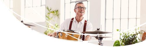 Mann mit Schlagzeug
