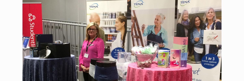 Marie vid TENAs monter på urologidagarna